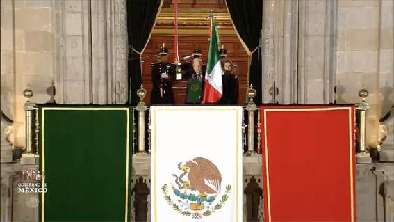 con 20 ¡vivas y miles de mexicanos celebro su primer grito de independencia el presidente amlo; estas son algunas imagenes de la fiesta