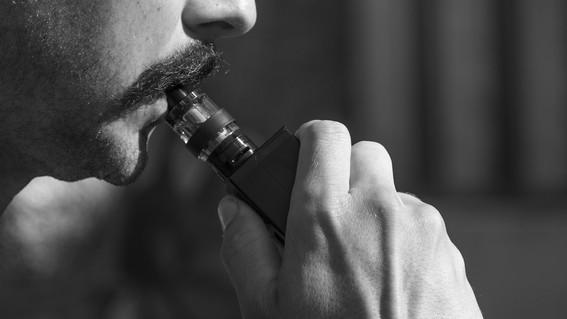 FDA inicia investigación sobre enfermedades vinculadas con vapeo_Spanish