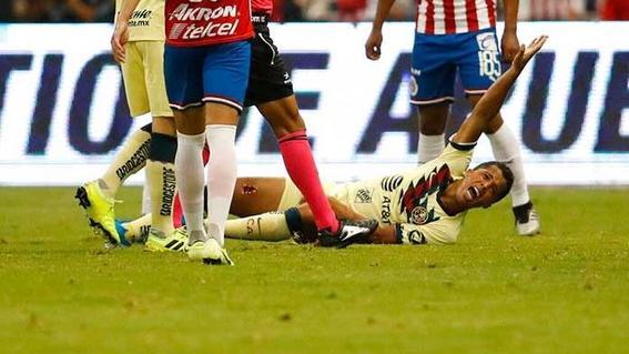 el futbolista mexicano causara baja del america por seis semanas debido a la gravedad de la lesion ocasionada por antonio briseno de las chivas d