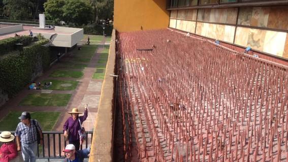 un grupo de docentes de la unam publico fotos en redes sociales en las que muestran uno de los techos de las oficinas de rectoria lleno de picos