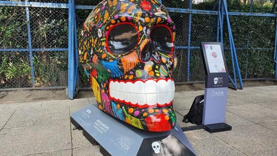conoce los detalles de la muestra mexicraneos en reforma y el calendario de actividades para celebrar el dia de muertos en la cdmx