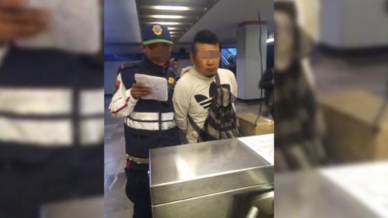 detienen a hombre que eyaculo sobre dos mujeres en el metro