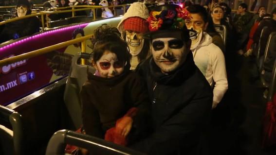 como parte de las actividades para celebrar el dia de muertos en la cdmx el turibus ofrecera recorridos gratuitos