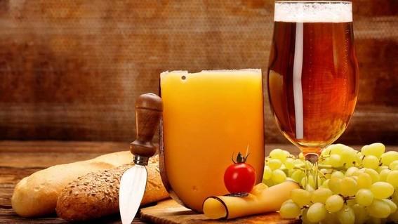 bebidas como licores vino rojo cerveza y quesos son factores desencadenantes de la migrana revelo el issste en su revista institucional