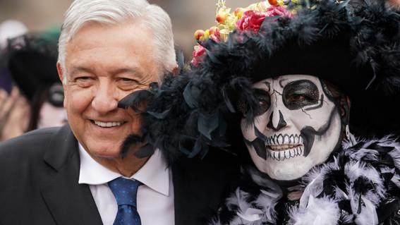 presidente inaugura ofrenda monumental de dia de muertos