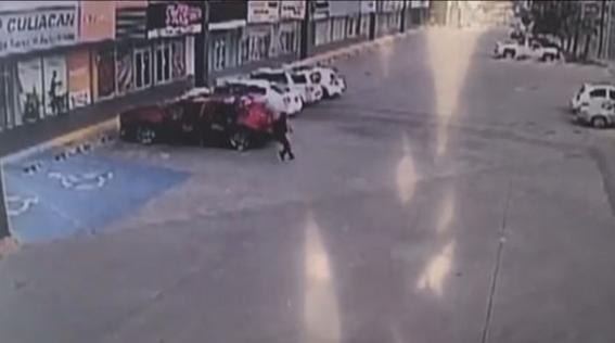 difunden momento en que policia es asesinado con 150 balazos