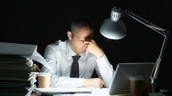los turnos nocturnos de trabajo interrumpen el ritmo circadiano del cuerpo lo que conduce al deterioro de dos genes supresores de tumores y podr