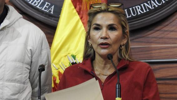 jeanine anez se declara presidenta interina de bolivia