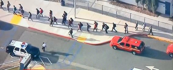 las autoridades de  los angeles reportaron un tiroteo en la escuela secundaria saugus high school de santa clarita california
