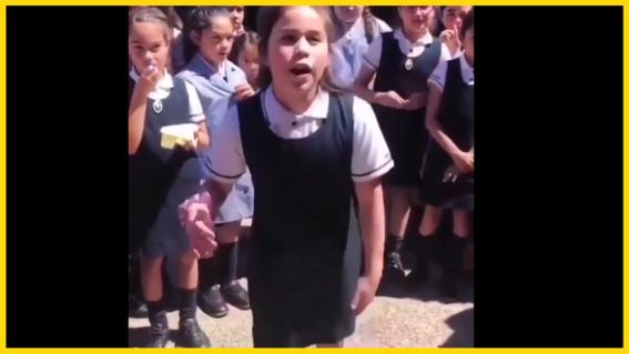 nina compone rap como forma de protesta a represion en chile