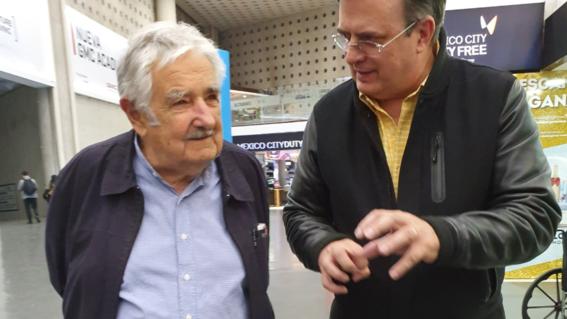 marcelo ebrard compartio fotos de la llegada de mujica a la cdmx con motivo del primer informe de gobierno de amlo