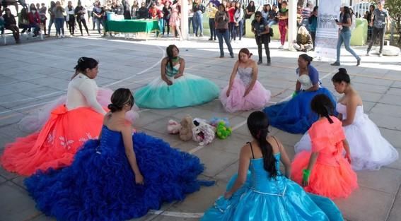 las jovenes alzaron la voz en un performance dedicado a la violencia de genero que se vive en el municipio del estado de mexico