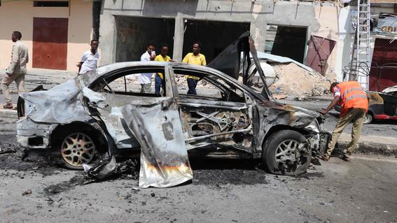 mueren cuatro personas por explosion de coche bomba en somalia