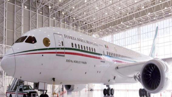 """el presidente lopez obrador propuso rifar el avion presidencial con un sorteo a cargo de la loteria nacional con seis millones de """"cachitos"""""""