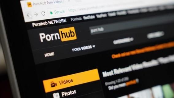 hombre sordo denuncia a pornhub porque sus videos no tienen subtitulos