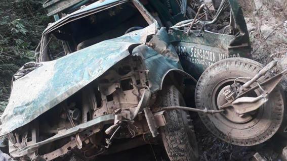 la camioneta en la que viajaban las fue emboscada las 10 personas asesinadas y sus cuerpos se calcinaron en el interior del vehiculo