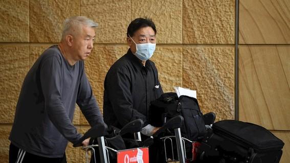 un hombre surcoreano de 55 anos que ha estado trabajando en la localidad china de wuhan epicentro del brote ha dado positivo en la prueba del