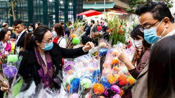 el ministro de sanidad chino confirmo que el coronavirus que ha matado a 51 personas es contagioso incluso antes de mostrar sintomas