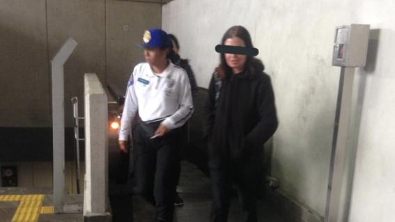 detienen a mujer por tocar genitales a un hombre en el metro