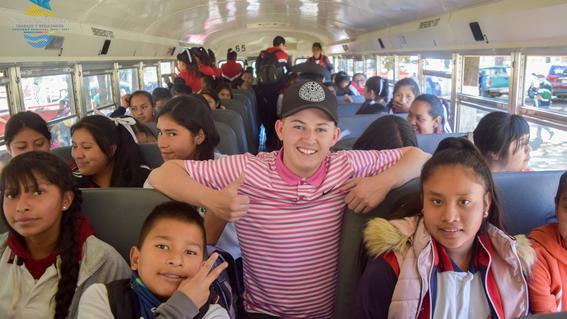 estudiantedeeudonaautobusescolaraescuelademichoacan