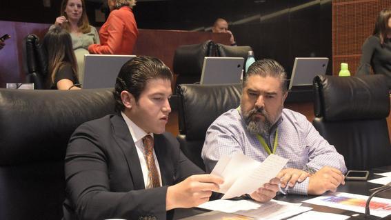 el senador samuel garcia presento una reforma a ley organica; en el pleno lo acompano el hermano de abril perez victima de feminicidio