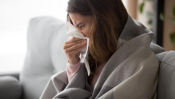 coronavirus gripe mujer enferma de gripa