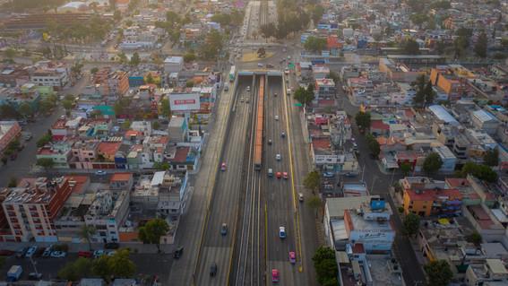 las calles de la cdmx poco a poco han ido vaciandose dejando estas impresionantes imagenes de calles y vialidades desiertas