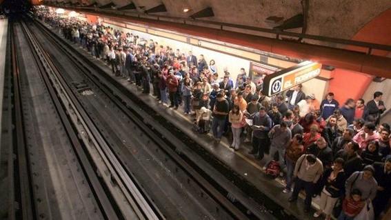 la unam explico que el uso del transporte publico en las grandes ciudades hace a las personas que lo utilizan mas propensos a contraer el coronav
