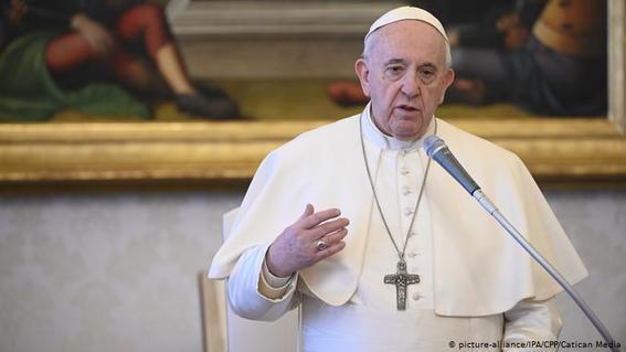 el papa ha destinado unos 18 millones y medio de pesos como contribucion inicial para un fondo de ayuda a paises pobres afectados por el coronav