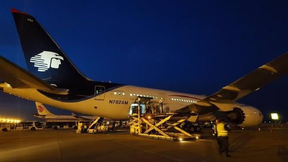 este es el primer vuelo con equipo medico complementario para enfrentar al covid19 que servira para proteger mejor a los trabajadores de la salu