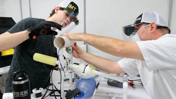 estudiantes de ingenieria en mecatronica crearon un respirador de bajo costo que puede ser utilizado sin luz