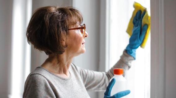 fabricantes de desinfectantes piden no inyectarse sus productos tras palabras de trump