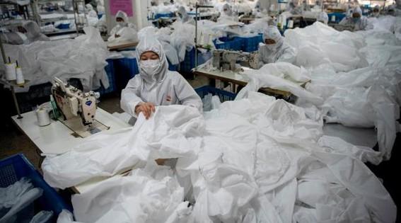 los cientificos temen que las prendas de proteccion usadas durante la pandemia por covid19 aumenten el nivel de basura y el impacto ambiental