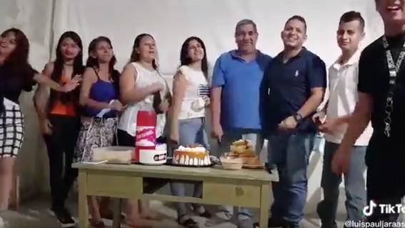 familia celebra cumpleanos sin medidas sanitarias y desata polemica en redes