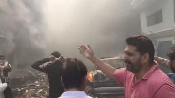 se estrella avion en pakistan con 107 personas a bordo