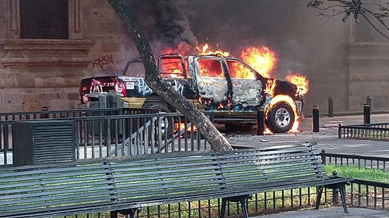 incendian dos patrullas marcha justicia a giovanni