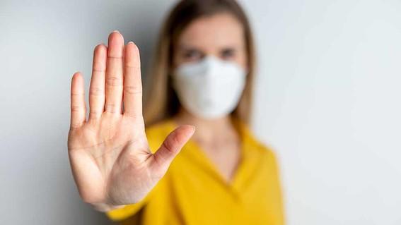 el uso de mascarilla y la higiene de manos es extraordinariamente importante que algunos recintos sigan cerrados o bien ventilados