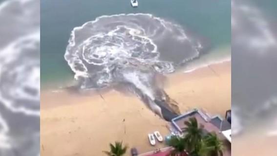 aguas negras acapulco playa icacos
