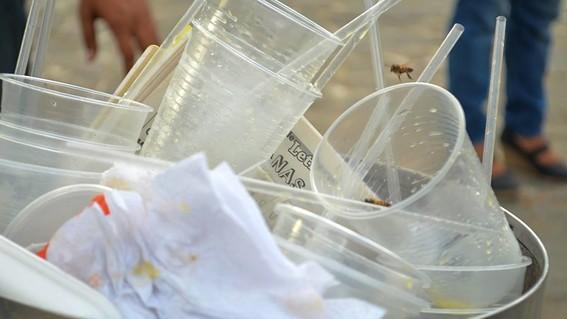 alertan sobre transmision de coronavirus a traves de plasticos