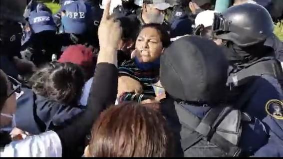 policias detienen a familiares de desparecidos en guanajuato