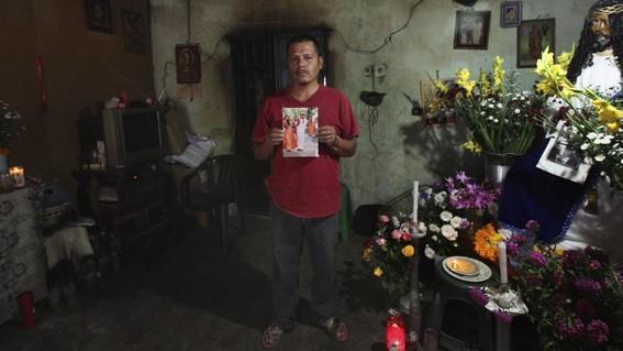 padre de normalista de ayotzinapa identificado quiere el cuerpo completo de su hijo