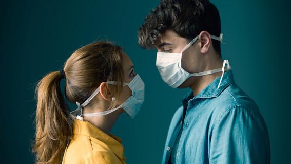 besos durante el sexo son fuente de contagio de covid19