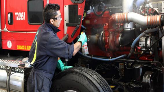 canada ofrece trabajo a mecanicos mexicanos por 48 mil pesos