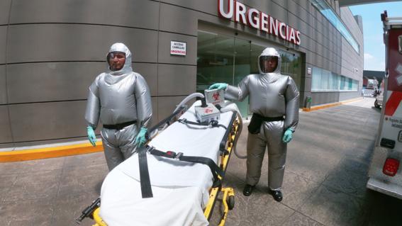 mexicanos crean traje para evitar que medicos se contagien de covid19
