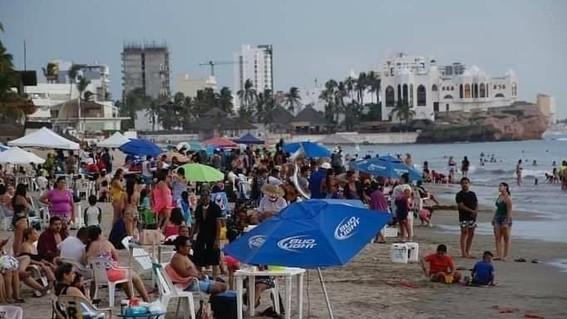playas de mazatlan llenas covid