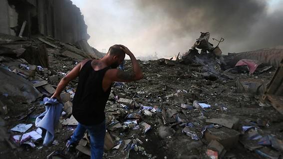 video se registra fuerte explosion en un almacen en beirut