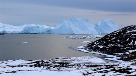 un estudio revela que el derretimiento de los glaciares en groenlandia ha llegado a un punto de inflexion y supera con creces la capa de nieve de