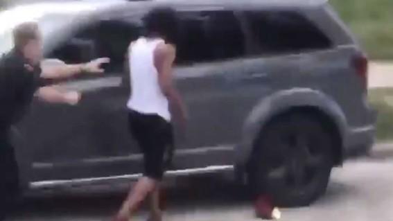 video policia dispara en la espalda a un afroamericano en estados unidos