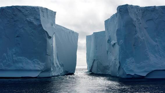 la rapidez de la perdida de las capas de hielo sigue los peores escenarios