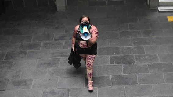 mujeres mantienen tomadas instalaciones de la cndh